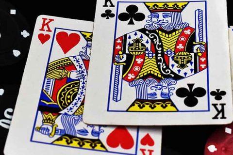 Winning a poker hand easily against a weak opponent.